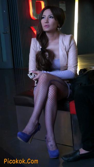 紫色网袜的高跟极品美女,三围很惹眼104