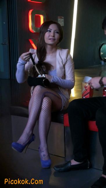 紫色网袜的高跟极品美女,三围很惹眼105