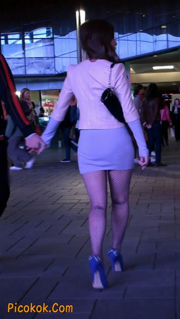 紫色网袜的高跟极品美女,三围很惹眼110