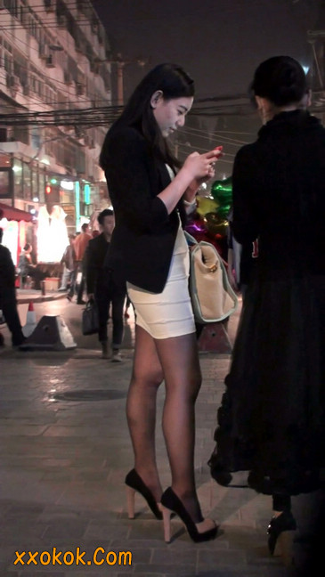黑丝短裙紧身包臀的清纯美女,实际上并不清纯2