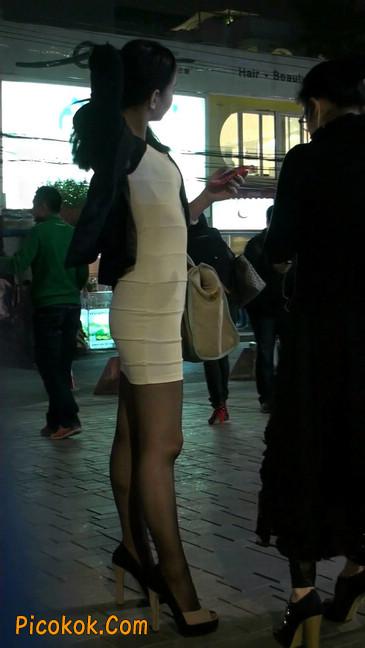 黑丝短裙紧身包臀的清纯美女,实际上并不清纯5