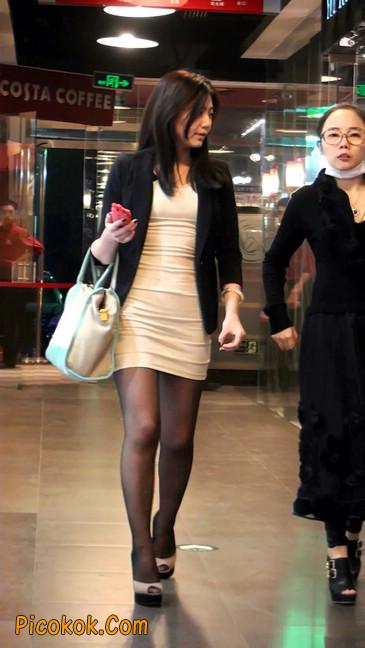 黑丝短裙紧身包臀的清纯美女,实际上并不清纯20