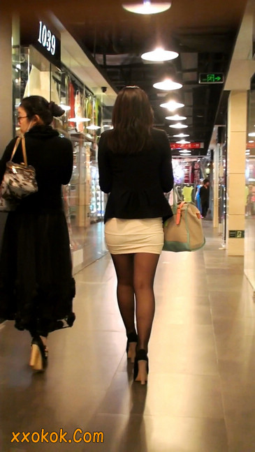 黑丝短裙紧身包臀的清纯美女,实际上并不清纯24