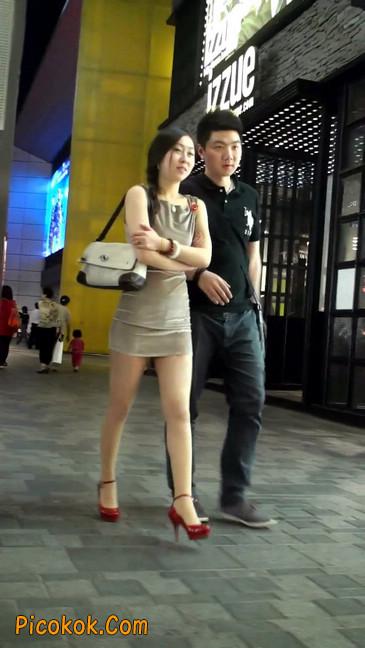 穿肉丝的气质少妇,脚踩红色高跟鞋,异常风韵7