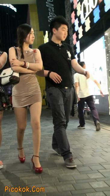 穿肉丝的气质少妇,脚踩红色高跟鞋,异常风韵8