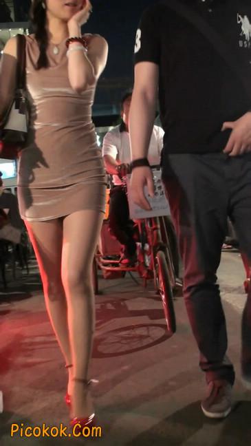 穿肉丝的气质少妇,脚踩红色高跟鞋,异常风韵15