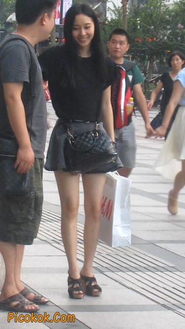 街拍气质超好的牛仔短裙美女
