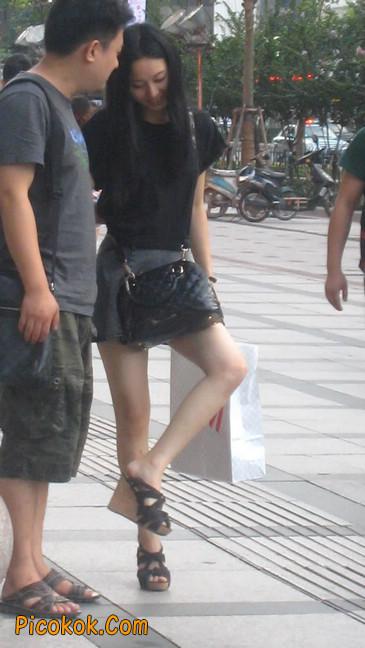 街拍气质超好的牛仔短裙美女1