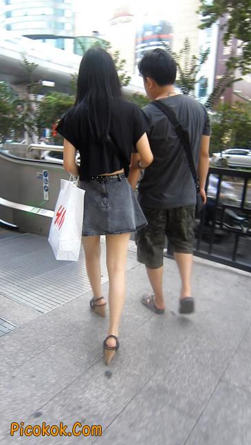 街拍气质超好的牛仔短裙美女6