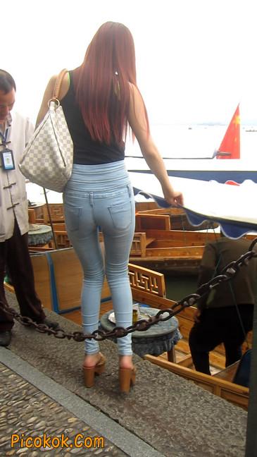 穿着紧身牛仔裤的性感撩人长腿美女13