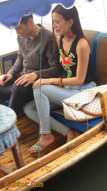 穿着紧身牛仔裤的性感撩人长腿美女19