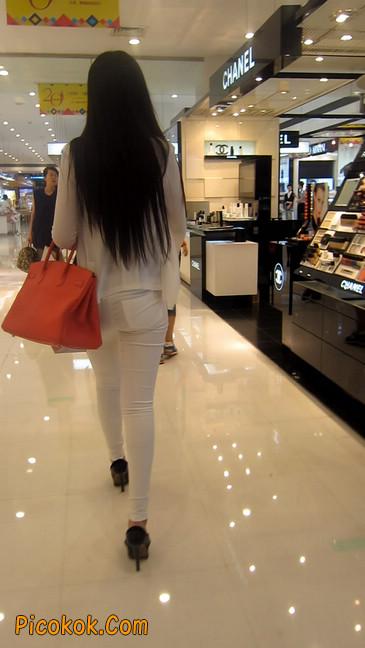白色紧身牛仔裤美眉,身材超赞7