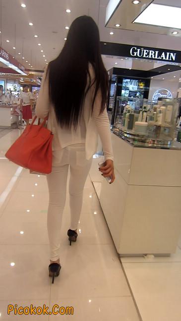 白色紧身牛仔裤美眉,身材超赞8