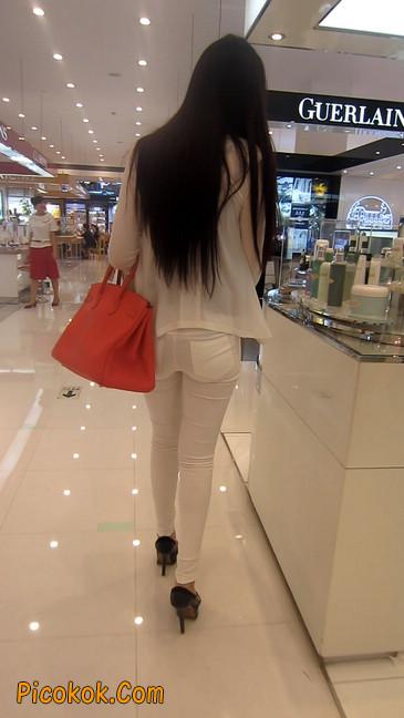 白色紧身牛仔裤美眉,身材超赞9