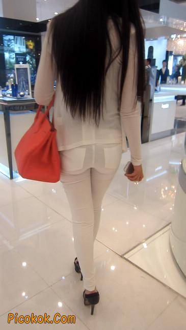 白色紧身牛仔裤美眉,身材超赞11