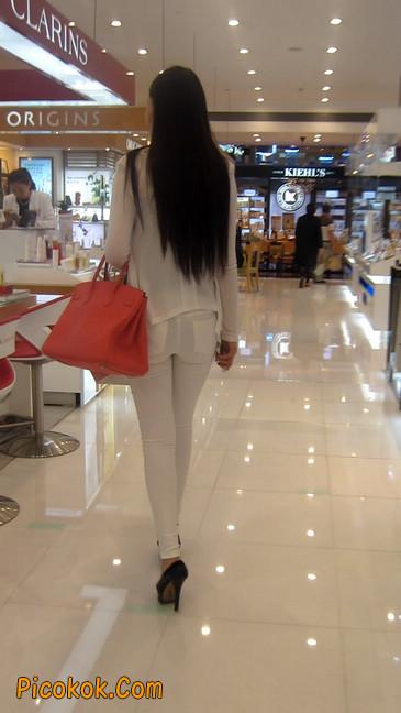 白色紧身牛仔裤美眉,身材超赞13
