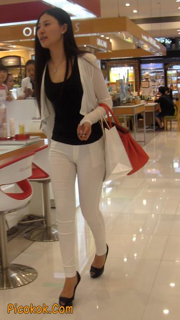 白色紧身牛仔裤美眉,身材超赞15