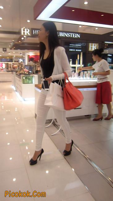 白色紧身牛仔裤美眉,身材超赞19