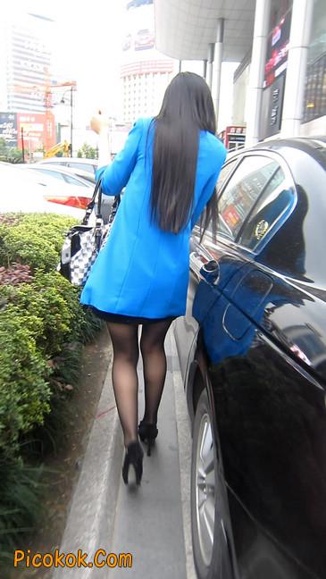 短裙黑丝高跟美眉,笑起来真甜美4