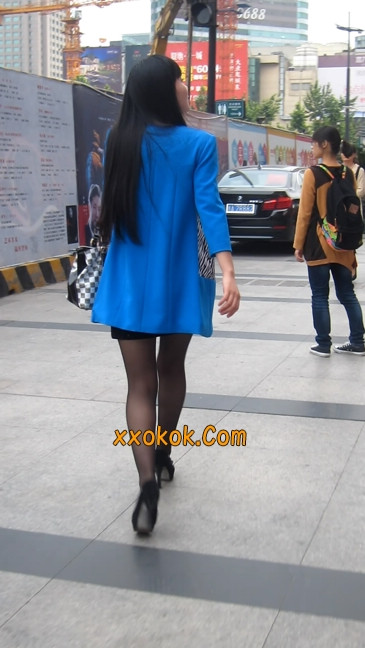 短裙黑丝高跟美眉,笑起来真甜美8