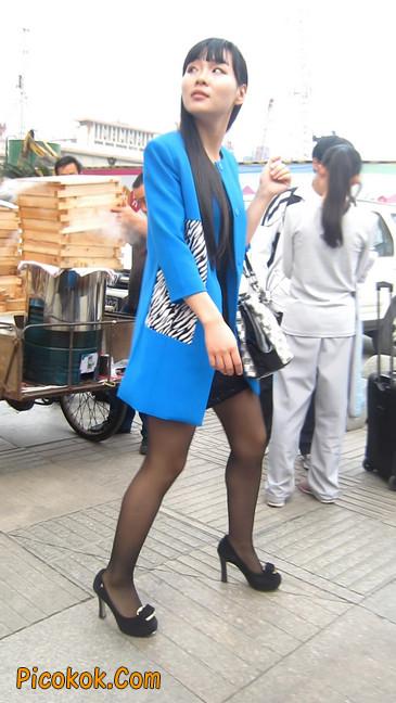 短裙黑丝高跟美眉,笑起来真甜美12
