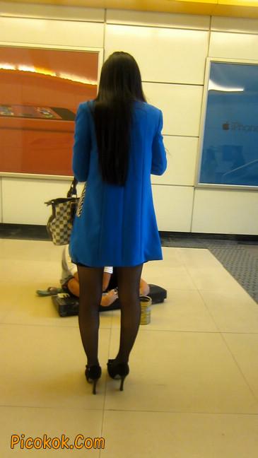 短裙黑丝高跟美眉,笑起来真甜美15