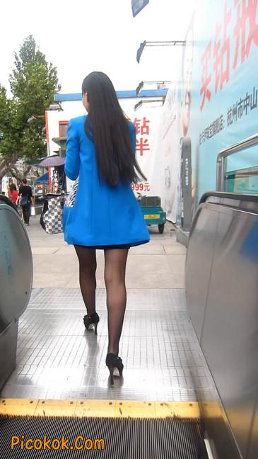 短裙黑丝高跟美眉,笑起来真甜美19