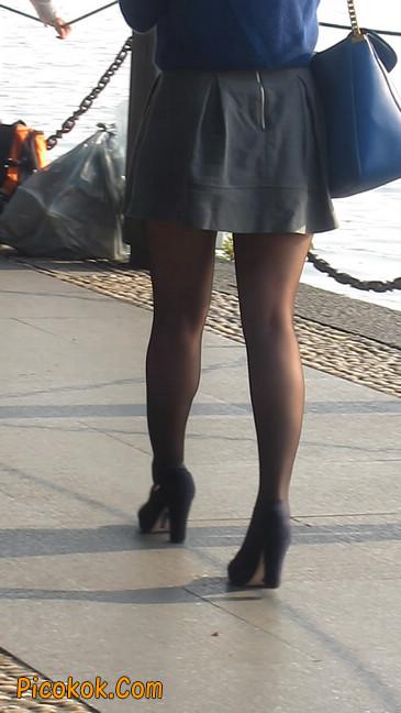 短裙黑丝少妇,身材好相貌赞2