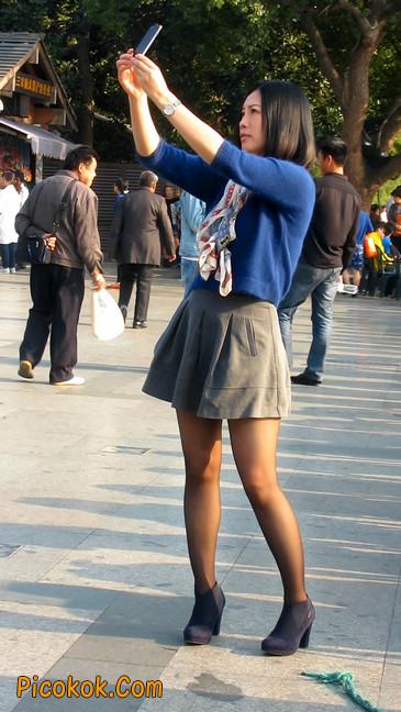 短裙黑丝少妇,身材好相貌赞7