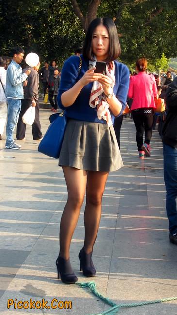 短裙黑丝少妇,身材好相貌赞9