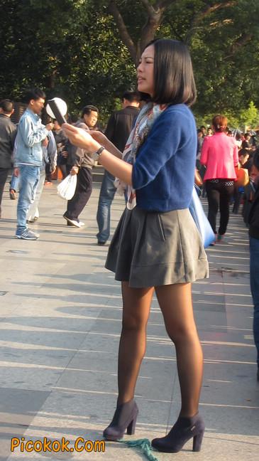 短裙黑丝少妇,身材好相貌赞10