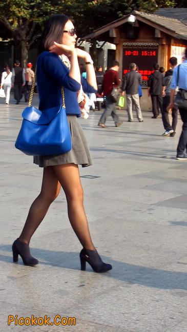 短裙黑丝少妇,身材好相貌赞12