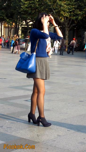 短裙黑丝少妇,身材好相貌赞14