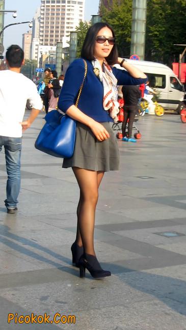 短裙黑丝少妇,身材好相貌赞17