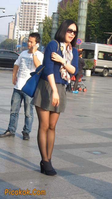 短裙黑丝少妇,身材好相貌赞18