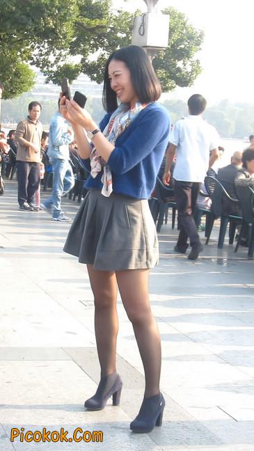 短裙黑丝少妇,身材好相貌赞25