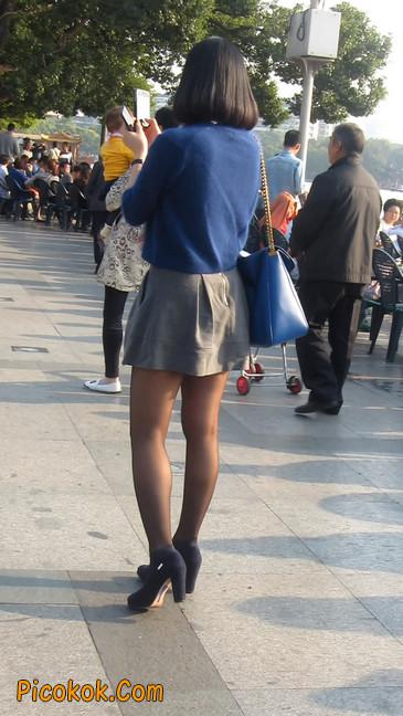 短裙黑丝少妇,身材好相貌赞26