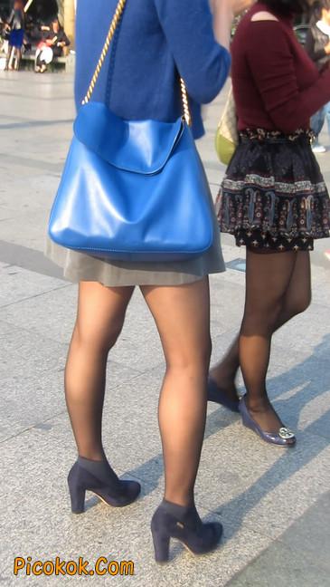 短裙黑丝少妇,身材好相貌赞30