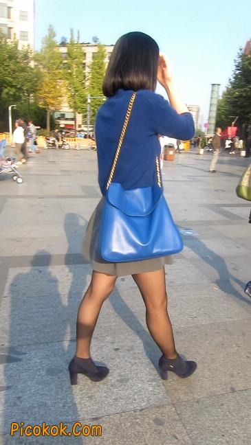 短裙黑丝少妇,身材好相貌赞32