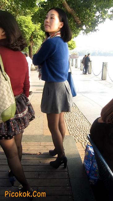 短裙黑丝少妇,身材好相貌赞33