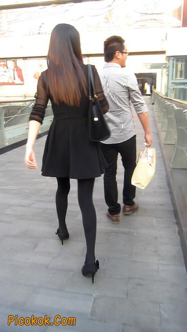 黑丝短裙少妇