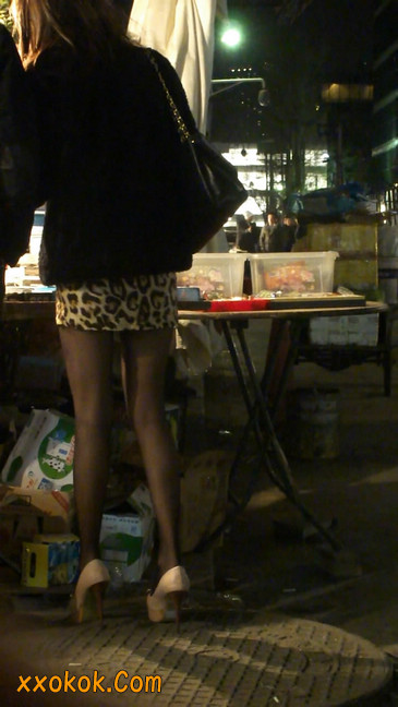 豹纹短裙,高跟黑丝,极度诱惑13