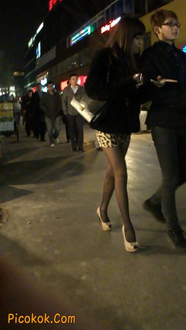 豹纹短裙,高跟黑丝,极度诱惑15