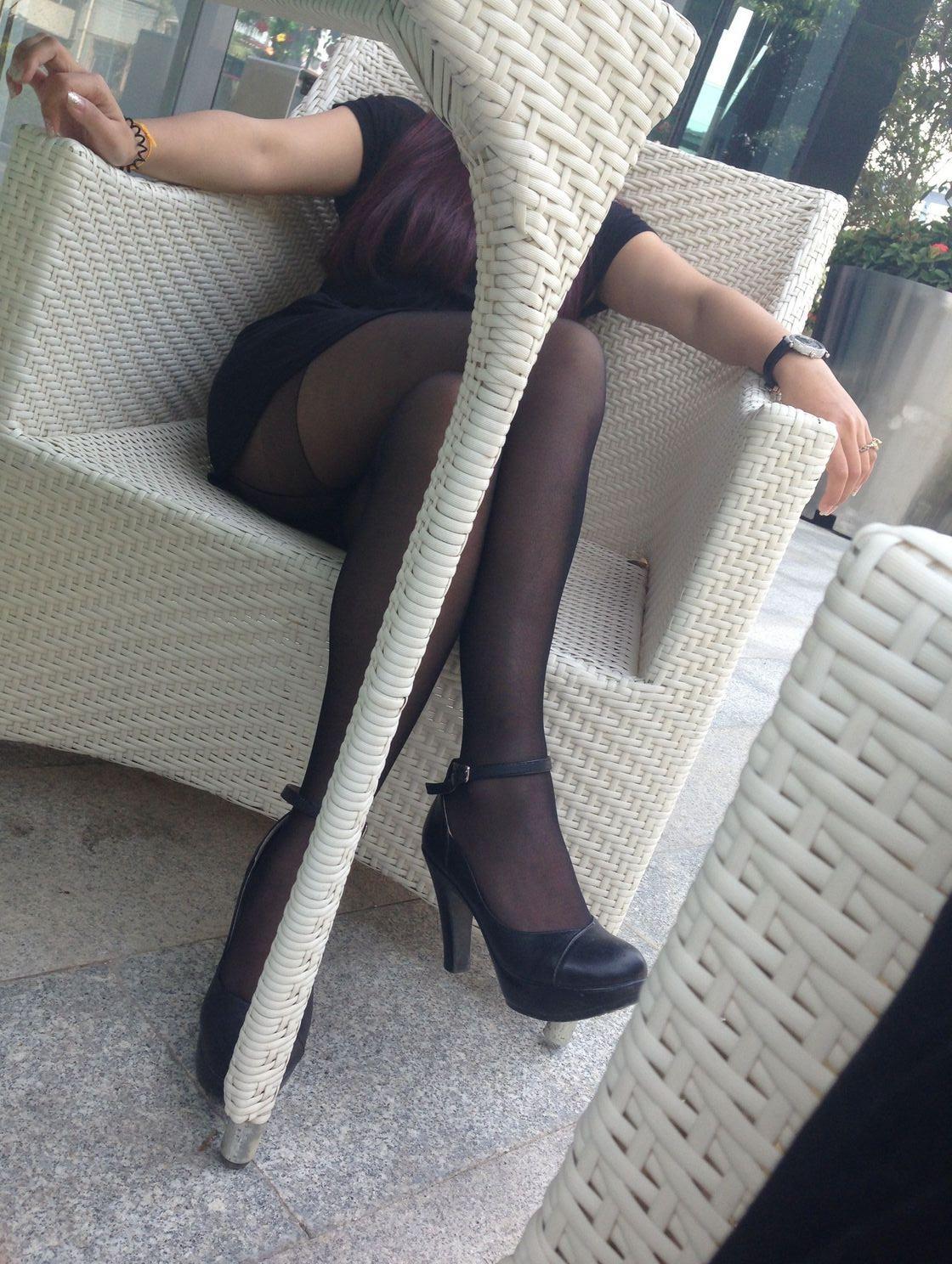我的同事,每天都喜欢穿丝袜上班19