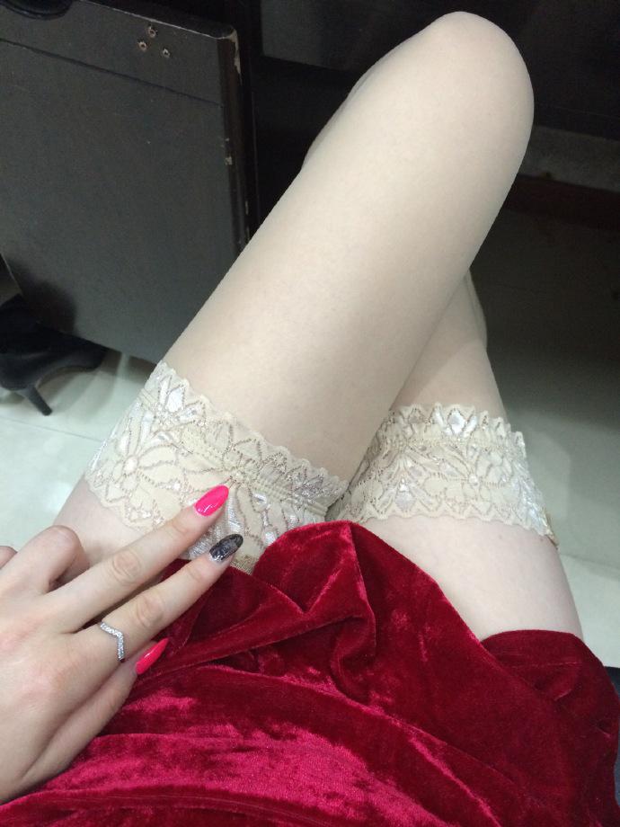 我钟爱粉色指甲油,更偏爱黑丝短裙,第十季38