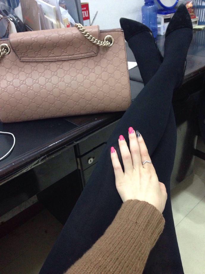 我钟爱粉色指甲油,更偏爱黑丝短裙,第十季14