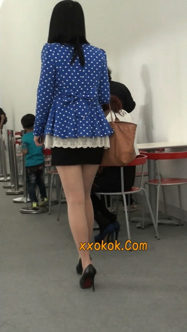 短裙长腿性感肉丝袜少妇