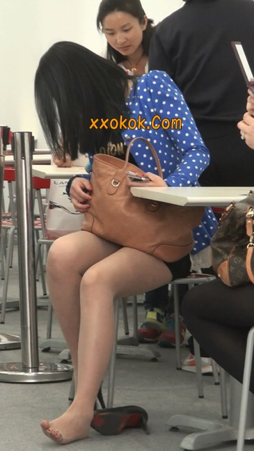 短裙长腿性感肉丝袜少妇8