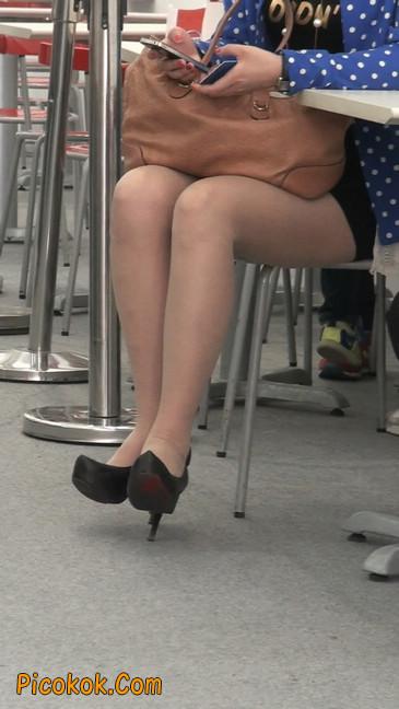 短裙长腿性感肉丝袜少妇13