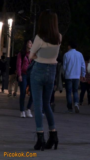 美女紧身牛仔裤,透明衣服好性感
